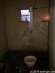ケニアの家庭のシャワーはこんな感じです。