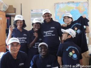 ACEF現地スタッフも、一丸となってプロジェクトに取り組んでいます。身に着けているのは、CEWのユニフォーム。