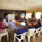 マジェンゴチームの最終活動報告の様子。セミナーで講師を務めたモリー(リサイクル活動、モッタイナイ精神担当)とライナス(地域の戦略的活動担当)も一緒に、フォローアップにあたります。