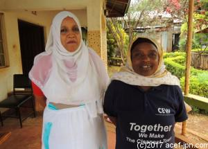 最終活動報告に来たマジェンゴチームのCEW、アミナ(左)とアシャ(右)。 アミナ「このプロジェクトは、私たちの生活をよくしてくれたわ。」 アシャ「自分たちの力で町をこんなにキレイにしていけるなんて思わなかった。嬉しいです。」