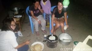 夜ご飯の1コマ。 チャパティ作りました!