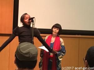 マザレースラムに住む11歳の詩人シャニーズちゃん。  「暴力、反対!テロリズム反対!愚かな争い、やめよう!」と訴えます。